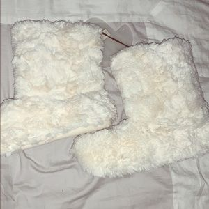 Lauren Conrad NWT white furry booties
